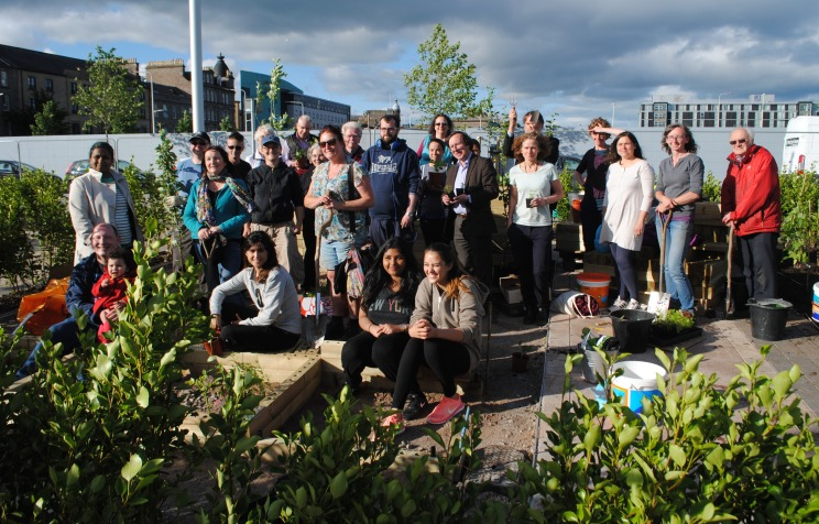 38. Dundee Urban Orchard - Slessor Gardens Edible Garden and Orchard planting group photo, 2016.